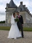 Met gouden trouwringen in Frankrijk